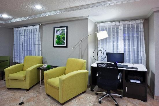 La Quinta Inn & Suites Cleveland Macedonia : Business Center