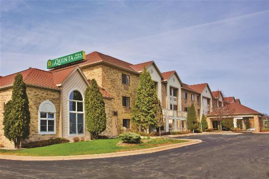 La Quinta Inn & Suites Milwaukee Delafield : Exterior