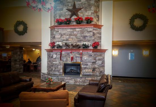 Holiday Inn Express & Suites - Gunnison: Lots of Holiday Cheer in the Holiday Inn Express & Suites lobby