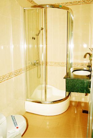 Golden Dragon Hotel: Bathroom!