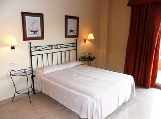 Sunway Playa Golf Hotel & Spa Sitges: Вот такая соблазнительная кровать