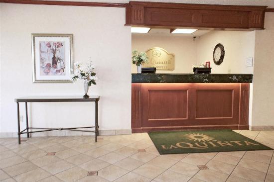 La Quinta Inn & Suites Stevens Point: Lobby