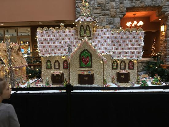 chateau on the lake gingerbread houses 2020