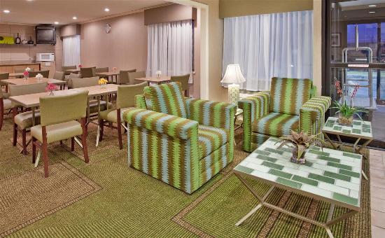 La Quinta Inn & Suites Des Moines-West-Clive: Lobby