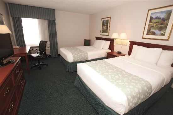La Quinta Inn & Suites Chicago Gurnee: Guest Room