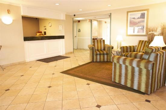 La Quinta Inn & Suites Chicago Gurnee: Lobby
