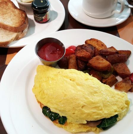 Silver Trumpet Restaurant & Bar : Brunch Omelet