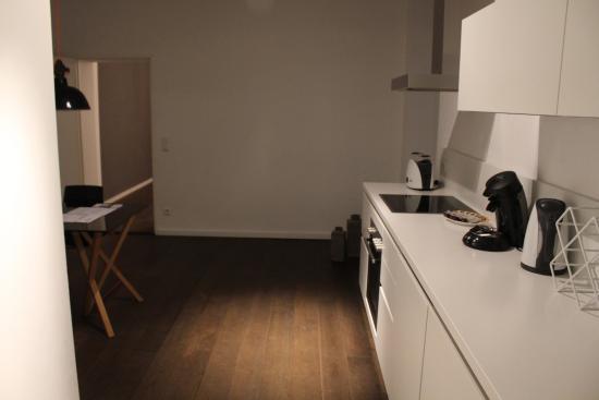 Homage Design Apartments : Kitchen