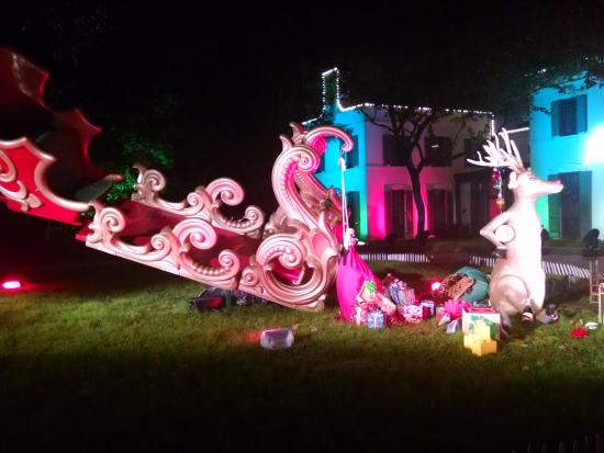 bayou bend collection and gardens santas sleigh crashlanded at bayou bend - Christmas In The Bayou