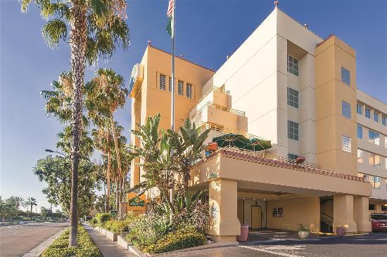 La Quinta Inn & Suites Anaheim Disneyland: Exterior
