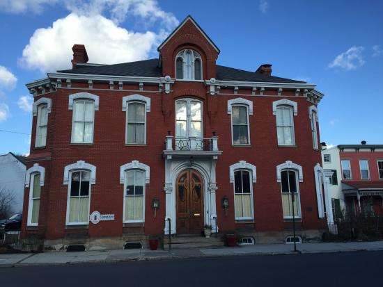 Chestnut Manor Bed & Breakfast : photo1.jpg
