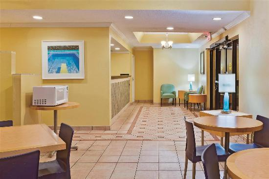 La Quinta Inn West Palm Beach - Florida Turnpike: Lobby