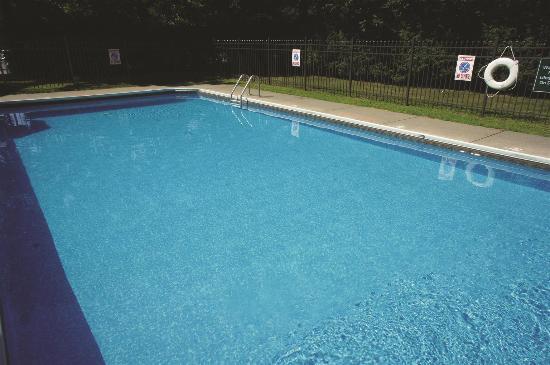 La Quinta Inn & Suites South Burlington: Pool