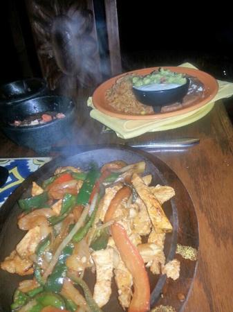 Adobe Grill @ La Quinta Resort: Generous portion of fajitas..plenty to eat