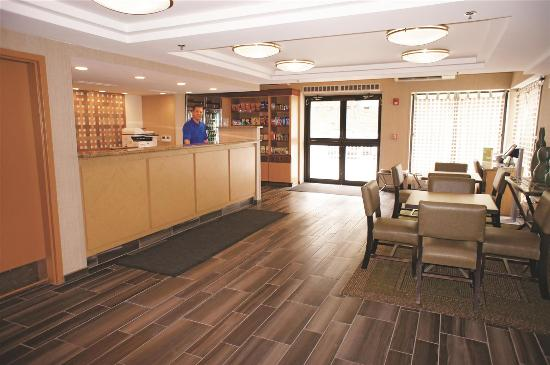La Quinta Inn & Suites Portland: Lobby