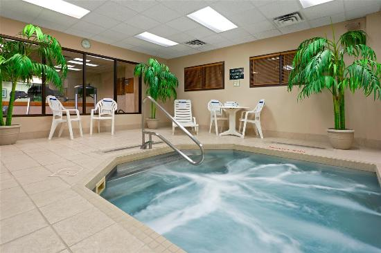 La Quinta Inn & Suites Garden City: Pool