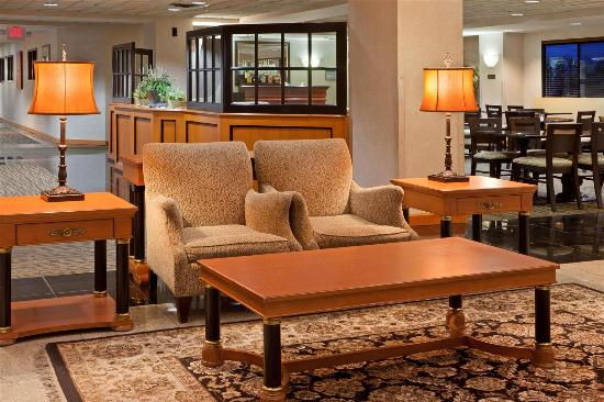 La Quinta Inn & Suites Garden City: Lobby