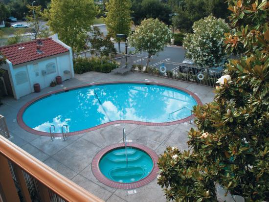 La Quinta Inn & Suites Thousand Oaks Newbury Park: Pool