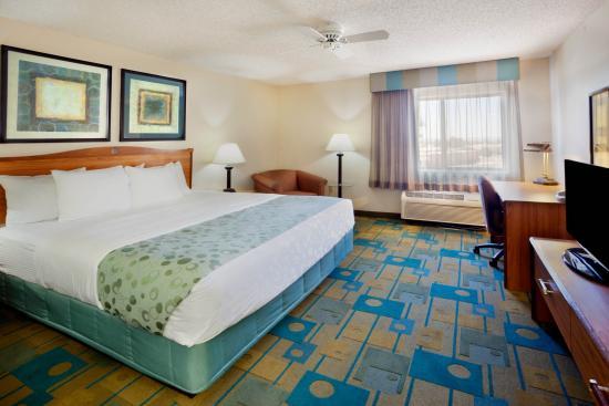 La Quinta Inn & Suites El Paso East: Guest room