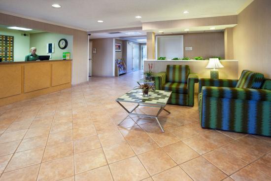 La Quinta Inn & Suites El Paso East: Lobby view
