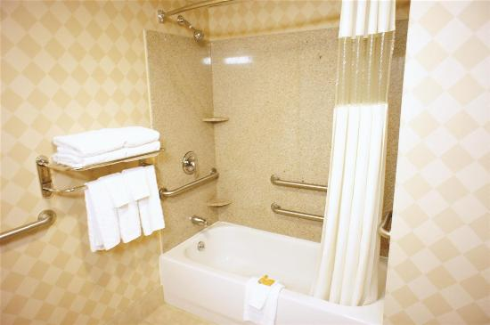 New Britain, CT: Guest room