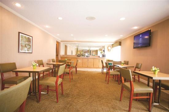 La Quinta Inn Milwaukee Glendale Hampton Ave: Restaurant