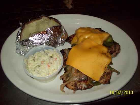 Hillbilly's Barbeque & Steaks: Smothered chicken