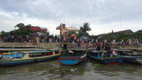 bekantan statue patung sungai siring