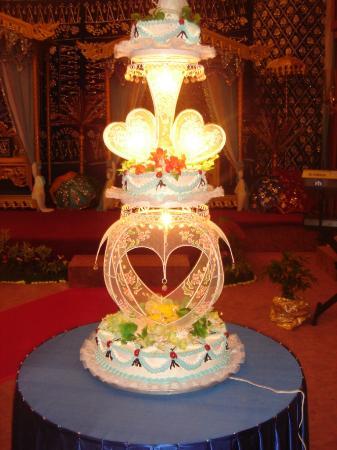 Bahtera wedding cake picture of adika hotel bahtera balikpapan adika hotel bahtera bahtera wedding cake junglespirit Images