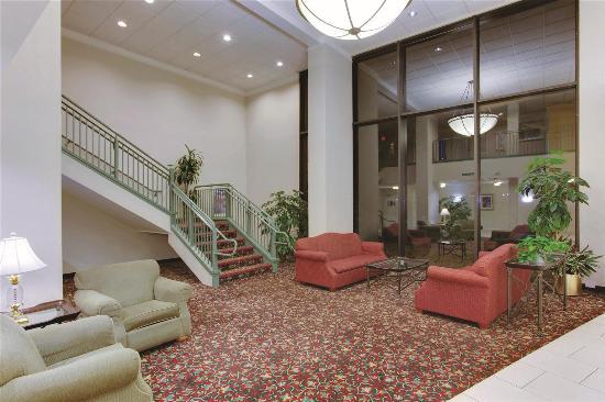 La Quinta Inn & Suites Andover: Lobby view