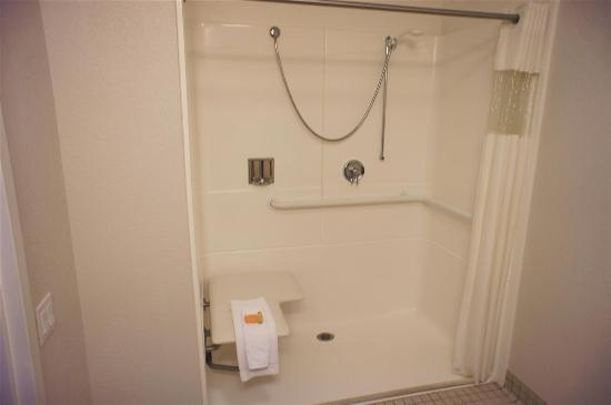 La Quinta Inn & Suites Andover: Guest room