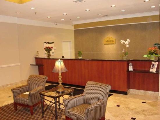 La Quinta Inn & Suites Belton: Lobby view