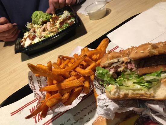 Photo of American Restaurant Habit Burger Grill at 13325 Main St, Hesperia, CA 92345, United States