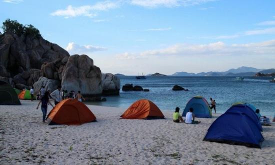 Cắm trại tại bãi biển Cù Lao Chàm - Picture of Bien Ngoc Travel - Day  Tours, Hoi An - Tripadvisor