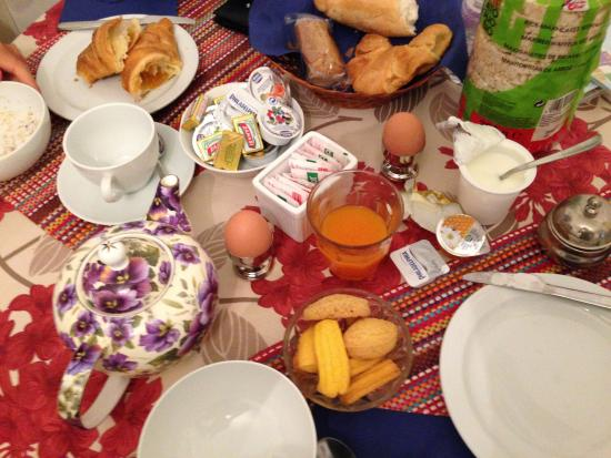 B&B Casa Baseggio: Our breakfast inside the room on a rainy day