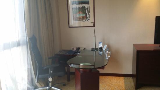 Radisson Blu Hotel Shanghai Hong Quan: Desk