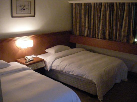 Empress Hotel: ツインルーム ベッド