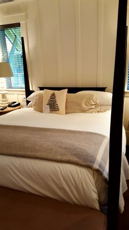 Farmhouse Inn & Restaurant: The VERY comfortable bed