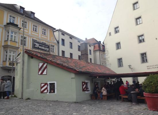Historische Wurstkuchl: Исторические колбаски - здесь