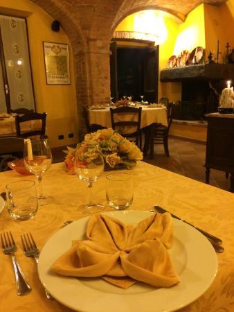 Castagnole Monferrato, Italia: Piatti monferrini eccellenti in un ambiente incantato