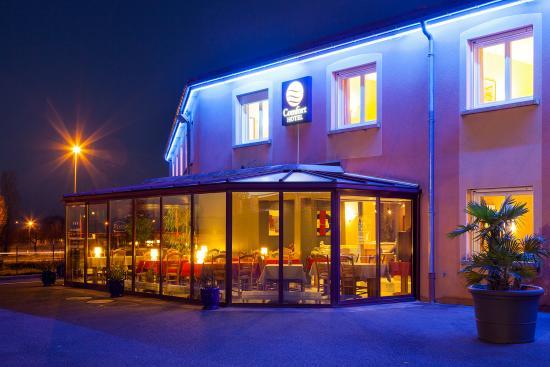 Comfort Hotel Paray Le Monial : Sortie Paray le Monial Centre - faîtes le tour du bâtiment et vous serez arrivés