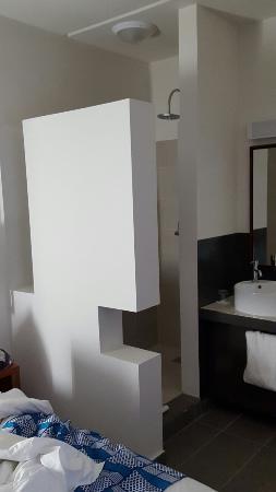 Onomo hotel Togo - salle de bain - Bild von Hotel Onomo Lome, Lome ...