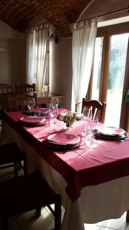Ferrere, อิตาลี: Uno dei tavoli