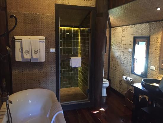 Saraphi, Tailandia: Bathroom in Room