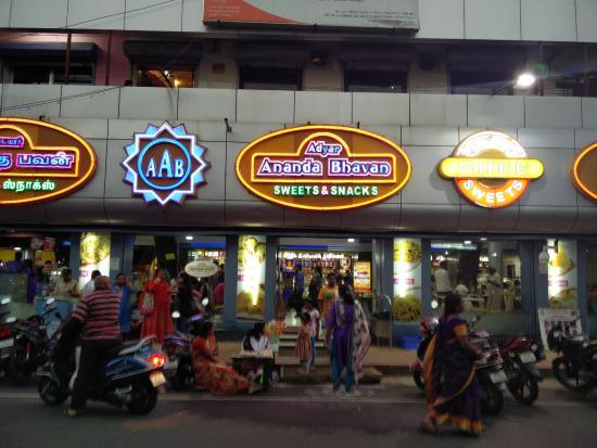 A b entrance bild från adyar ananda bhavan