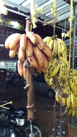 Hotel S.N. International: Taste Red banana from the nearby market.