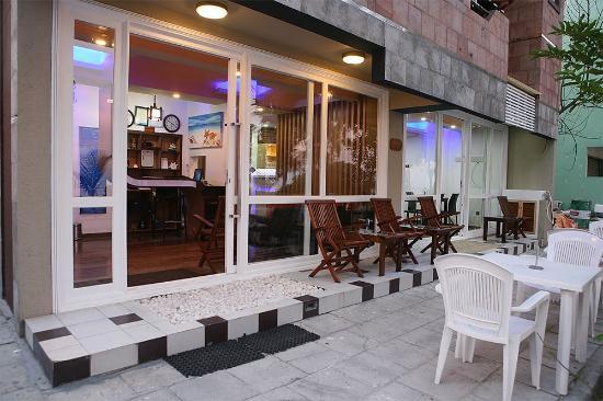 Ripple Beach Inn: Hotel Exterior View