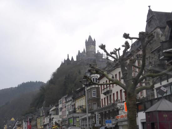 Reichsburg: View from the town of Cochem