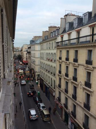 Migny Hotel Opera Montmartre: View from 4th floor window at the front of the hotel.