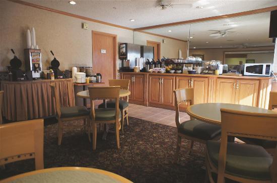 La Quinta Inn & Suites Albuquerque Journal Ctr NW: Breakfast Area